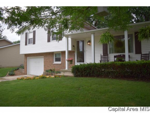 3 Sommerset, Jacksonville, IL 62650 (MLS #185229) :: Killebrew & Co Real Estate Team