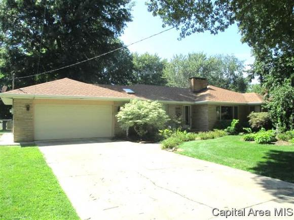 1441 S East, Jacksonville, IL 62650 (MLS #185233) :: Killebrew & Co Real Estate Team