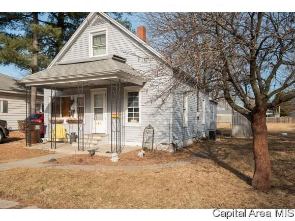 416 W North St, Auburn, IL 62615 (MLS #185251) :: Killebrew & Co Real Estate Team