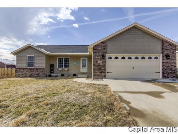 109 Hillcrest Dr, Mechanicsburg, IL 62545 (MLS #185319) :: Killebrew & Co Real Estate Team