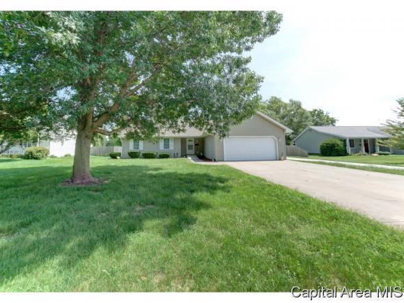 524 S Dye St, Virden, IL 62690 (MLS #185337) :: Killebrew & Co Real Estate Team