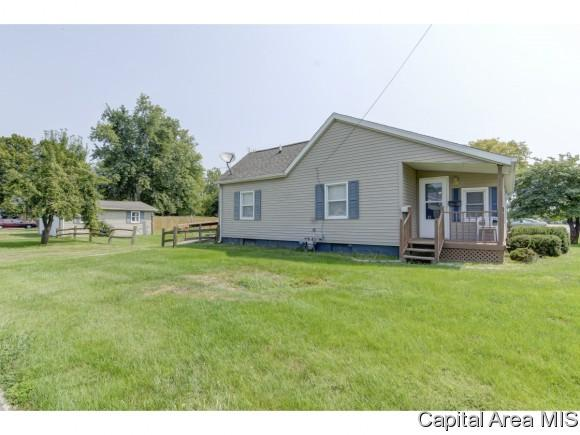 101 N Harris St, Auburn, IL 62615 (MLS #185338) :: Killebrew & Co Real Estate Team