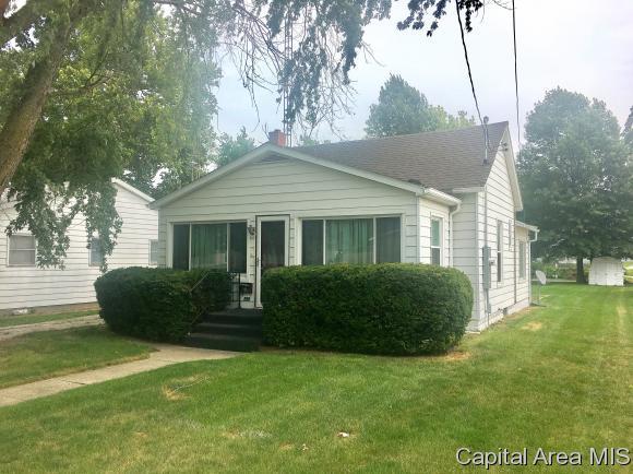 820 N Springfield St, Virden, IL 62690 (MLS #185401) :: Killebrew & Co Real Estate Team