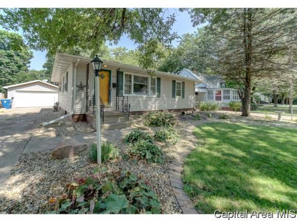 1933 E Pickett, Springfield, IL 62703 (MLS #185568) :: Killebrew & Co Real Estate Team