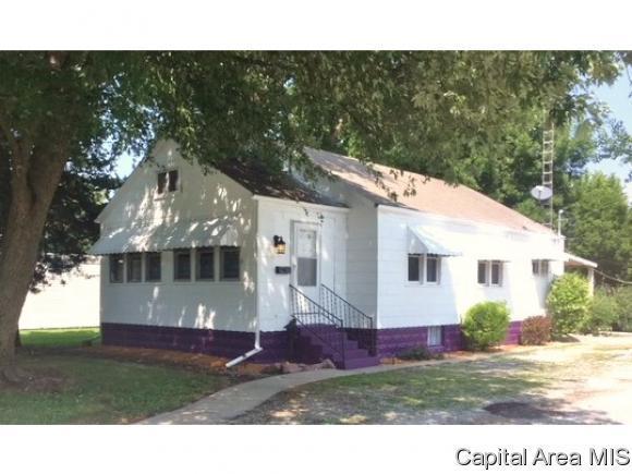 221 W Jackson St, Virden, IL 62690 (MLS #185625) :: Killebrew & Co Real Estate Team