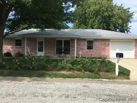 1114 Hall Dr W, Jacksonville, IL 62650 (MLS #185807) :: Killebrew & Co Real Estate Team