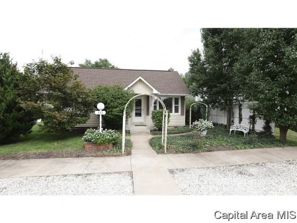 113 S Sylvan St, Ashland, IL 62612 (MLS #185849) :: Killebrew & Co Real Estate Team