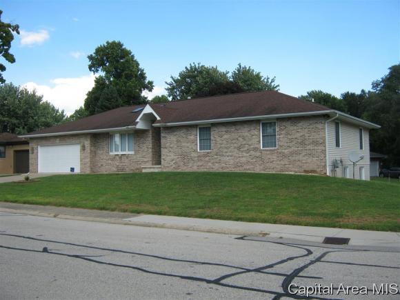 22 Robinhood Ln, Springfield, IL 62704 (MLS #185851) :: Killebrew & Co Real Estate Team