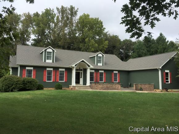 16557 Grandview Dr, Petersburg, IL 62675 (MLS #185906) :: Killebrew & Co Real Estate Team