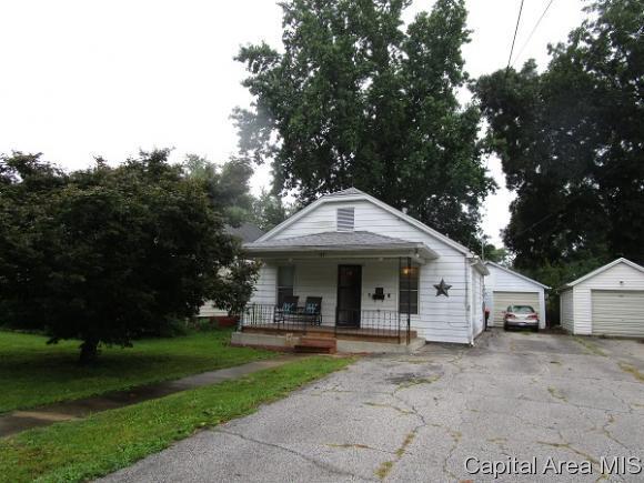 319 E Chambers St, Jacksonville, IL 62650 (MLS #185930) :: Killebrew & Co Real Estate Team