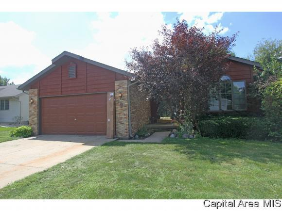 9 Taft Dr, Rochester, IL 62563 (MLS #185933) :: Killebrew & Co Real Estate Team