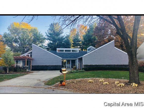 9 Hyde Park, Springfield, IL 62703 (MLS #185990) :: Killebrew & Co Real Estate Team
