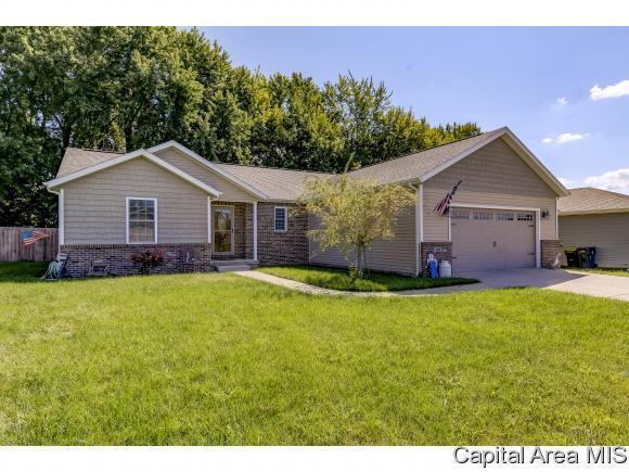 108 Hillcrest Dr, Mechanicsburg, IL 62545 (MLS #186027) :: Killebrew & Co Real Estate Team