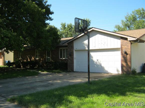 113 White Pine Dr., Springfield, IL 62707 (MLS #186080) :: Killebrew & Co Real Estate Team