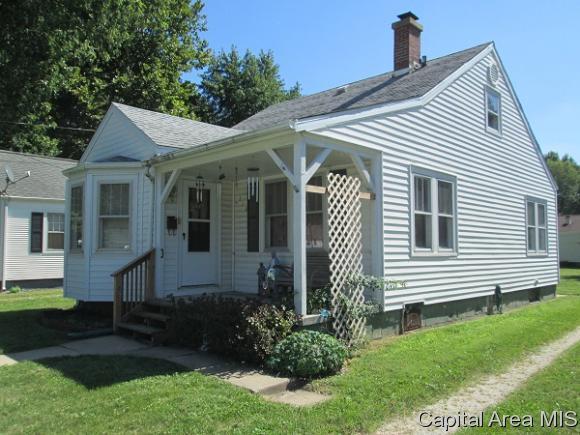 113 E Michigan Ave, Jacksonville, IL 62650 (MLS #186088) :: Killebrew & Co Real Estate Team
