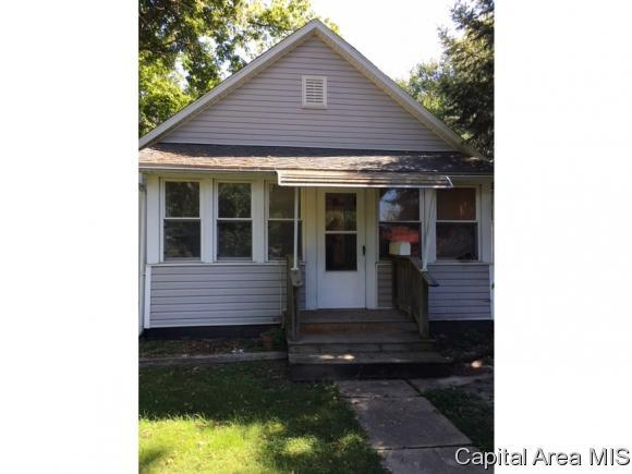 114 N Mckinley St, Girard, IL 62640 (MLS #186123) :: Killebrew & Co Real Estate Team