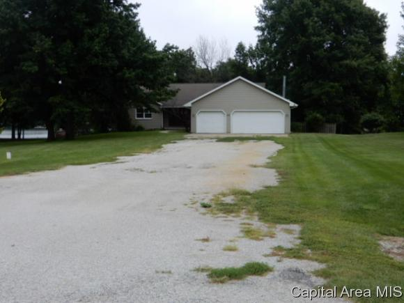 59 Miller Ln, Taylorville, IL 62568 (MLS #186225) :: Killebrew & Co Real Estate Team