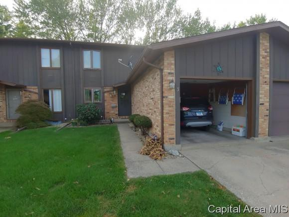 3 Cedar Dr, Macomb, IL 61455 (MLS #186293) :: Killebrew & Co Real Estate Team
