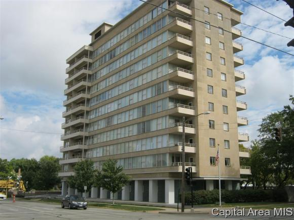 718 S 7th St. #305, Springfield, IL 62703 (MLS #186359) :: Killebrew & Co Real Estate Team