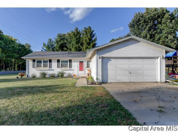 701 E Dove Ct, Athens, IL 62613 (MLS #186593) :: Killebrew & Co Real Estate Team