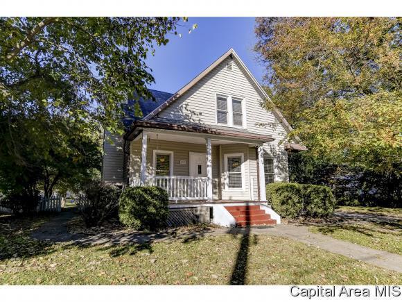 345 N Walnut St, Rochester, IL 62563 (MLS #186985) :: Killebrew & Co Real Estate Team
