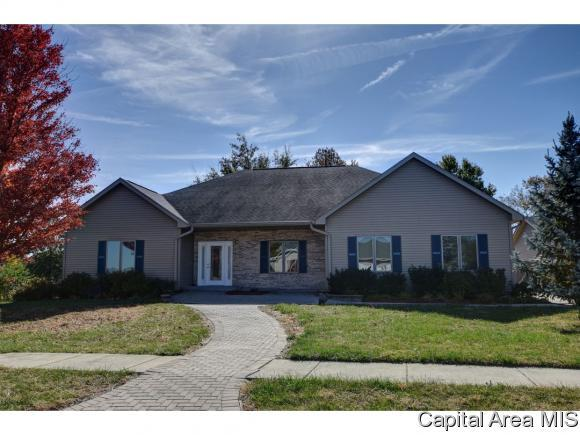217 Huntington, Auburn, IL 62615 (MLS #187037) :: Killebrew RE