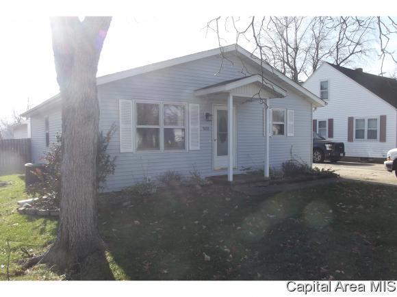 502 E Main St, Rochester, IL 62563 (MLS #187515) :: Killebrew RE