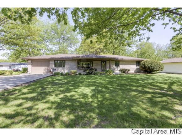 1206 Roosevelt Rd, Taylorville, IL 62568 (MLS #187717) :: Killebrew RE