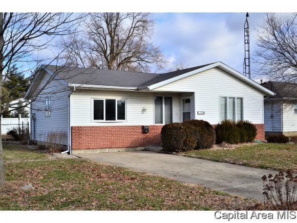 110 W Adams, Auburn, IL 62615 (MLS #190163) :: Killebrew RE
