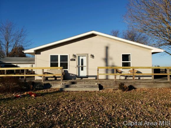 6203 Chicken Bristle Rd, Rochester, IL 62563 (MLS #190168) :: Killebrew RE