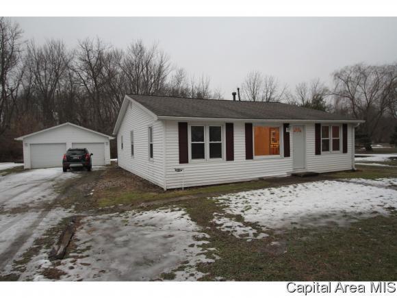 408 W Main St, Pleasant Plains, IL 62677 (MLS #190579) :: Killebrew - Real Estate Group