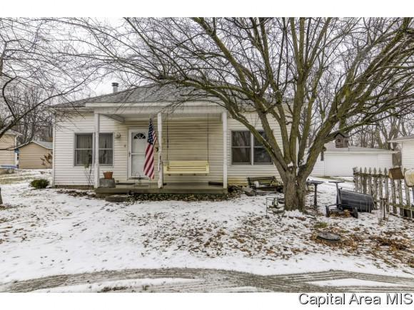 302 S Wood St, Athens, IL 62613 (MLS #190709) :: Killebrew - Real Estate Group