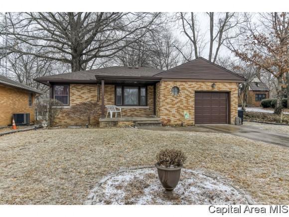 204 S 8TH ST, Riverton, IL 62561 (MLS #190931) :: Killebrew - Real Estate Group