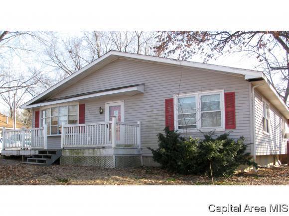 916 E Madison, Riverton, IL 62561 (MLS #191106) :: Killebrew - Real Estate Group