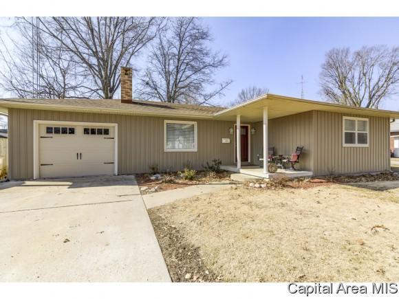 204 S 8th, Auburn, IL 62615 (MLS #191235) :: Killebrew - Real Estate Group