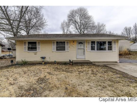 104 S 3rd, Riverton, IL 62561 (MLS #191443) :: Killebrew - Real Estate Group