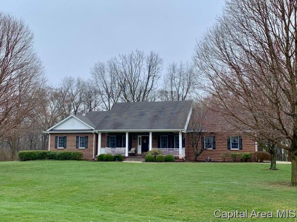 16632 N Meadow Ln, Petersburg, IL 62675 (MLS #192025) :: Killebrew - Real Estate Group