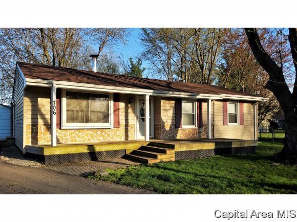 706 E Cardinal Ct, Athens, IL 62613 (MLS #192349) :: Killebrew - Real Estate Group