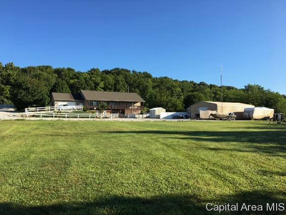 13105 Illinois State Route 100, Browning, IL 62624 (MLS #192579) :: Killebrew - Real Estate Group