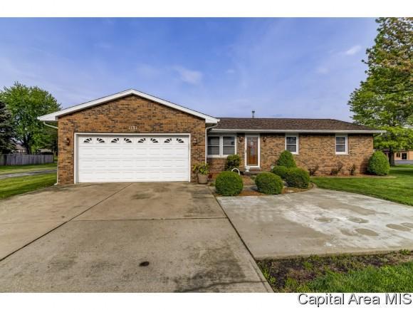 1131 N 7TH ST, Riverton, IL 62561 (MLS #192929) :: Killebrew - Real Estate Group