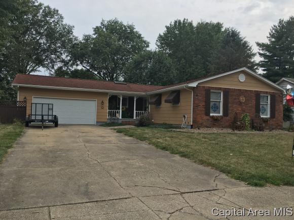 7 Collins Pl, Jacksonville, IL 62650 (MLS #172910) :: Killebrew & Co Real Estate Team