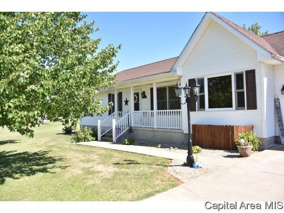 44 Aspen Rd, Pleasant Plains, IL 62677 (MLS #175714) :: Killebrew & Co Real Estate Team
