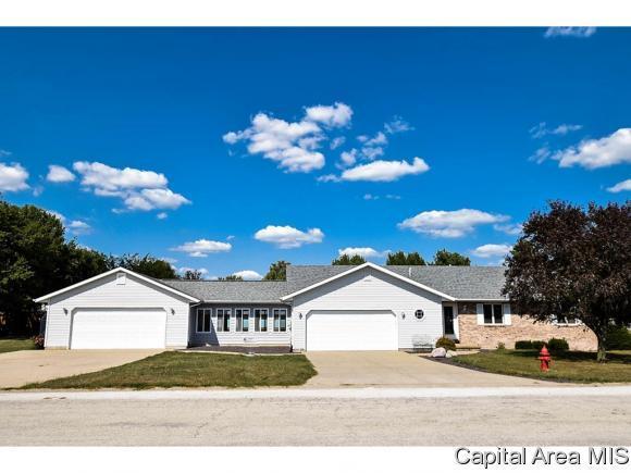 147 Bobby Dr, Divernon, IL 62530 (MLS #176307) :: Killebrew & Co Real Estate Team