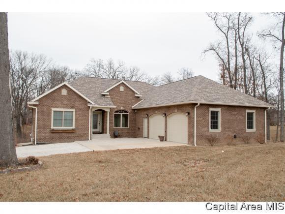 402 Timbercreek, Jacksonville, IL 62650 (MLS #180210) :: Killebrew & Co Real Estate Team
