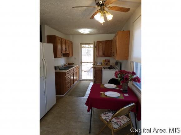 2406 Wilshire Rd, Springfield, IL 62703 (MLS #180337) :: Killebrew & Co Real Estate Team