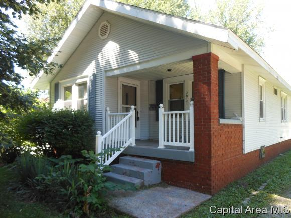 2937 S 4TH ST, Springfield, IL 62703 (MLS #180682) :: Killebrew & Co Real Estate Team