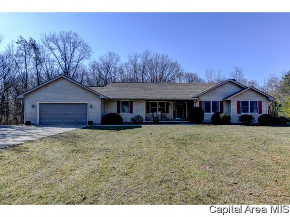 24011 Burr Oaks Ln, Athens, IL 62613 (MLS #180996) :: Killebrew & Co Real Estate Team