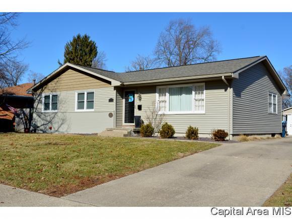 2105 Westview Dr, Springfield, IL 62704 (MLS #181037) :: Killebrew & Co Real Estate Team
