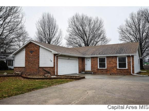 16 Country Place, Virden, IL 62690 (MLS #181174) :: Killebrew & Co Real Estate Team