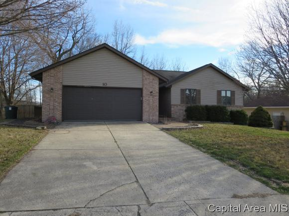10 Belridge, Williamsville, IL 62684 (MLS #181368) :: Killebrew & Co Real Estate Team